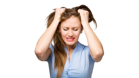 Жирный тип волос: основные советы по мытью и уходу